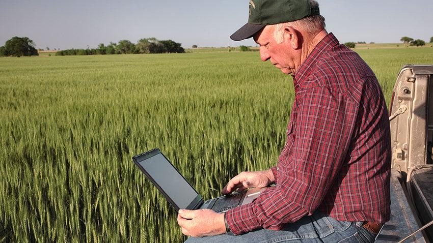 farmer-on-laptop-850.jpg